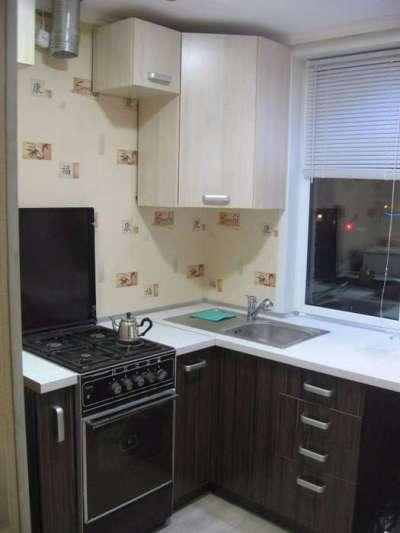 шкаф в угол на маленькой кухне