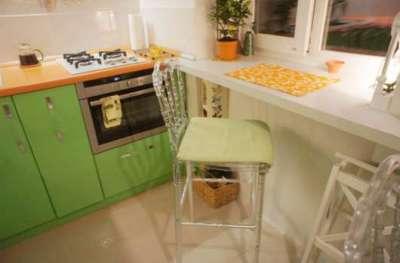 подоконник-стол на маленькой кухне