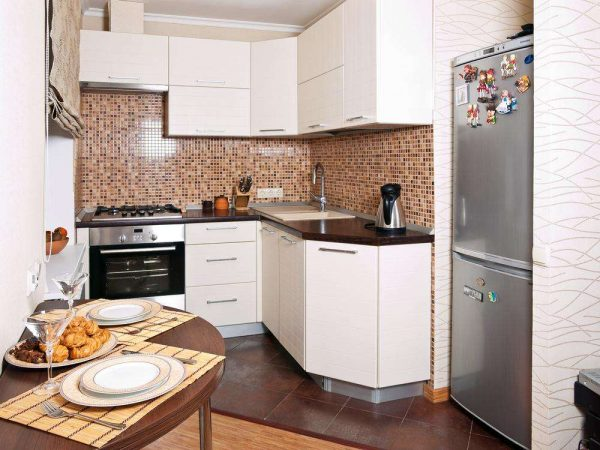 угловой гарнитур на маленькой кухне