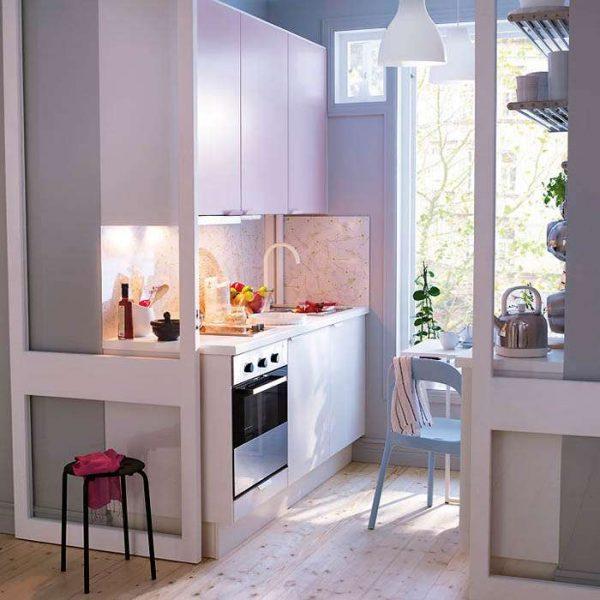 интерьер малогабаритной кухни с прямым гарнитуром