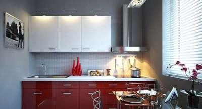 интерьер малогабаритной кухни с красными и белыми фасадами