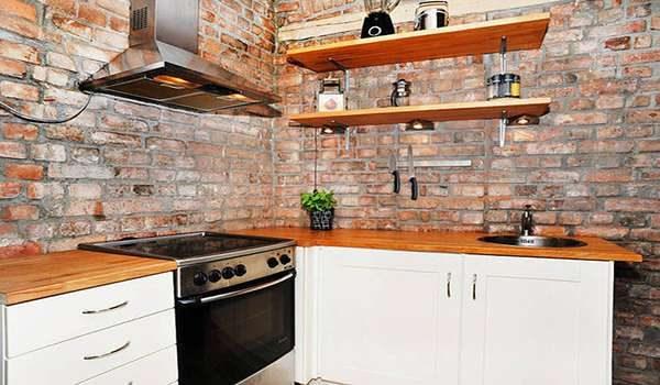 декор кирпичом стен кухни