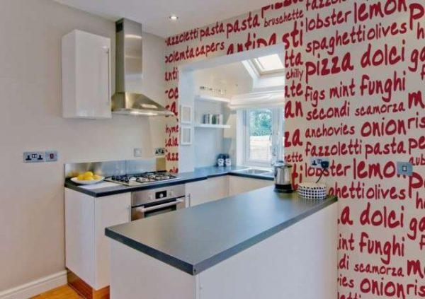 фотообои со словами в интерьере кухни