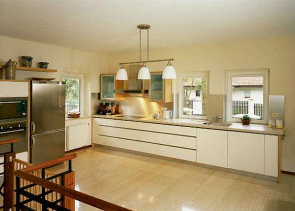 глянцевая плитка на кухонном полу