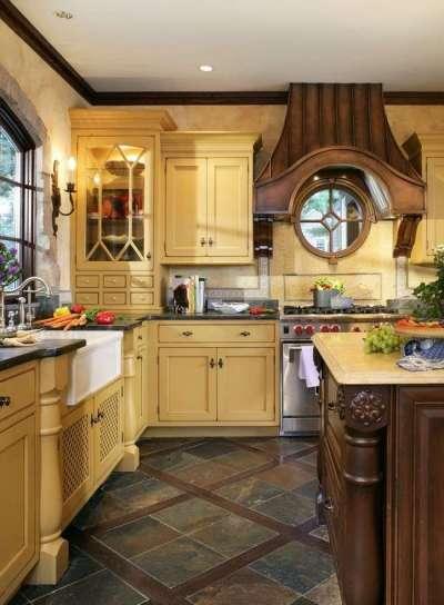 на полу кухни керамогранит