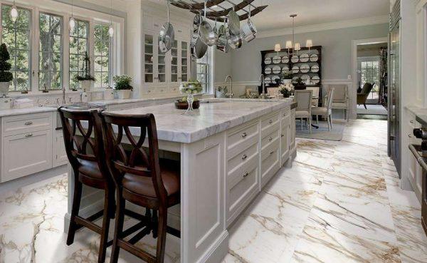 мрамор на полу кухни