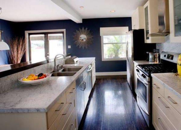 рулонные шторы на синей кухне