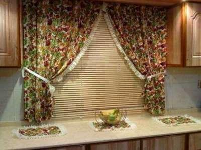 шторы с цветочным принтом для маленькой кухни