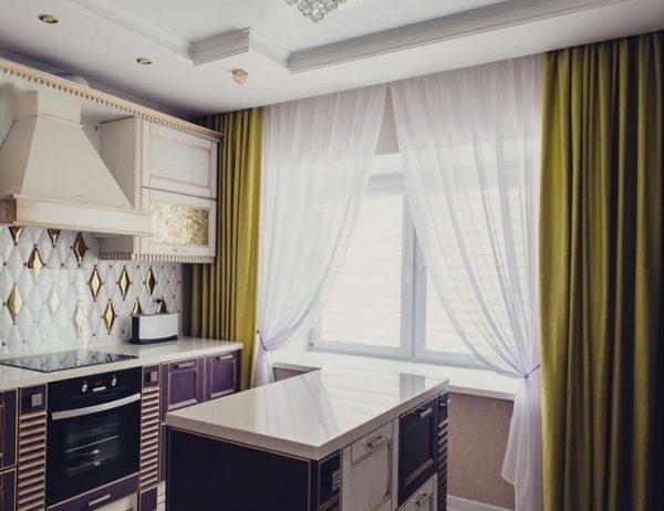 зелёные шторы с гардинами полупрозрачными на кухне