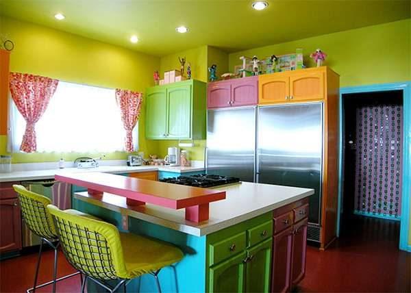 сочетание разных цветов в интерьере кухни