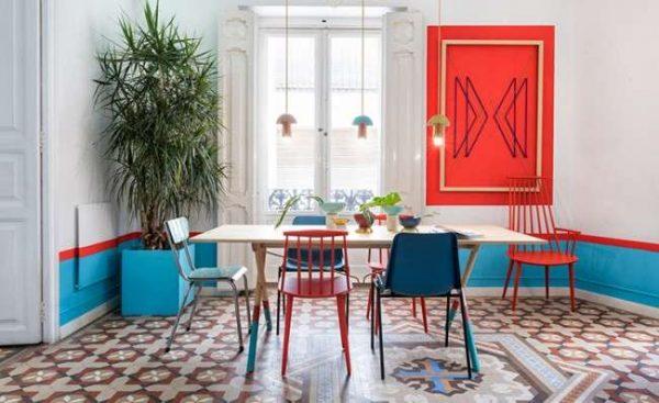сочетание красного с белым и голубым в интерьере кухни