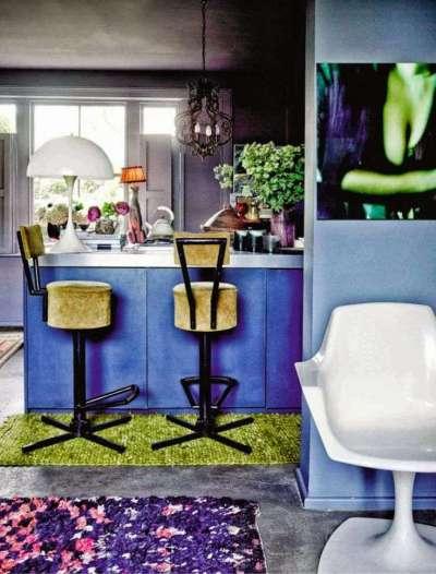 сочетание фиолетового с зелёным цветом в интерьере кухни
