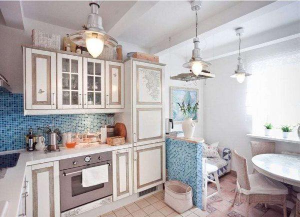 побелка потолка на кухне в средиземноморском стиле