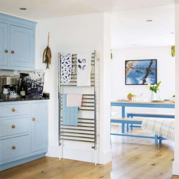 белые стены на кухне в средиземноморском стиле