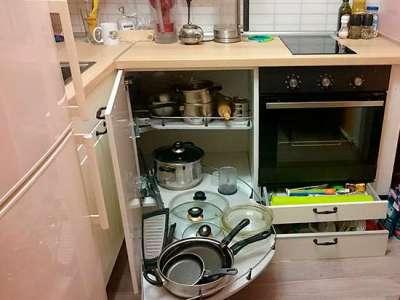 угловая карусель на угловой кухне для малогабаритной кухни