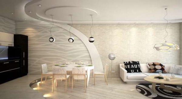 интерьер кухни столовой с подвесным потолком и подиумом