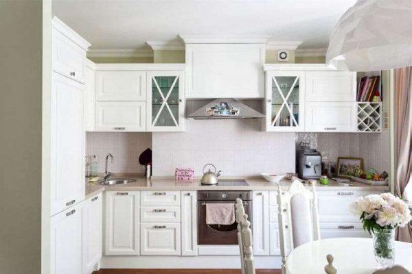 интерьер угловой кухни столовой