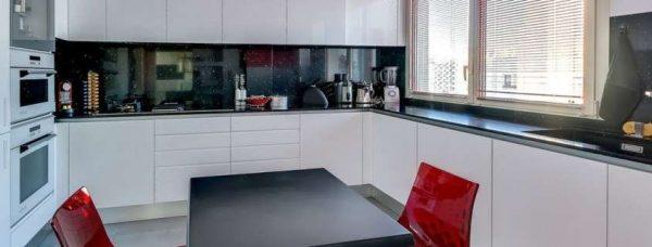 интерьер кухни столовой с п образным раположением