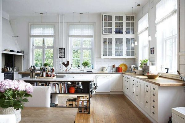 кухня прованс с кирпичной кладкой