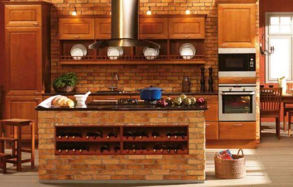 коричневая кухня с кирпичной стеной