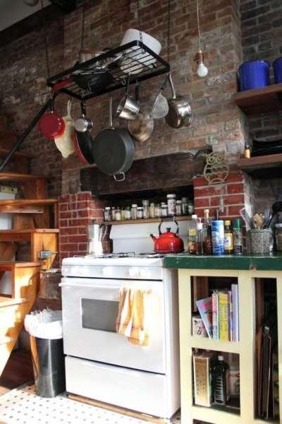 Дизайн кухни с кирпичной кладкой двух видов