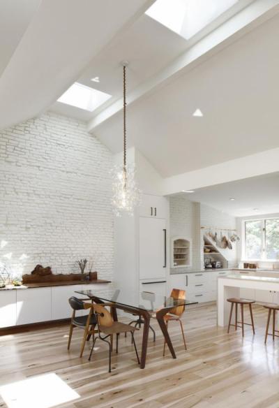 Дизайн кухни с белой кирпичной стеной