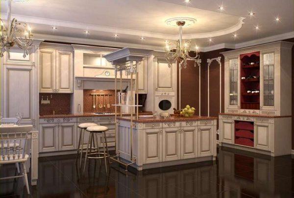 интерьер классической кухни в светлых тонах с патинированием
