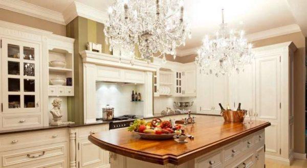 хрусталь на кухне в классическом стиле