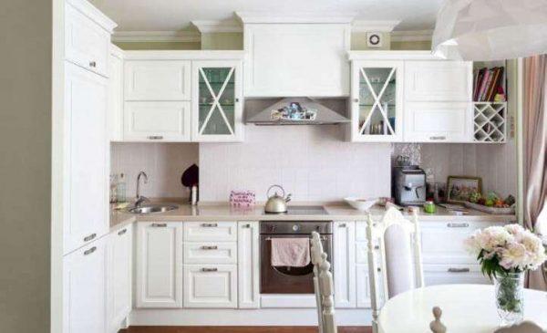 угловая кухня классика в квартире