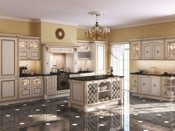 стильная светлая кухня в классическом стиле с островом