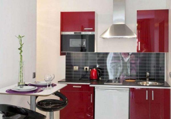 вишнёвый цвет в интерьере кухни