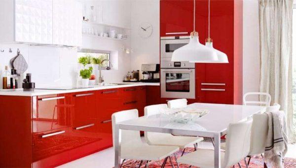 красный в интерьере кухни