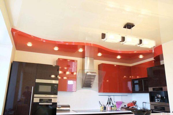 красный цвет кухни со встроенным освещением