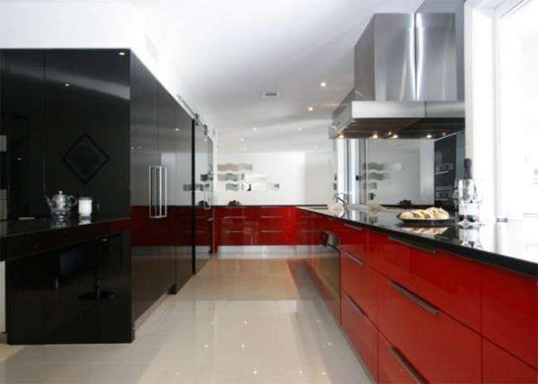 красный и чёрный в интерьере кухни