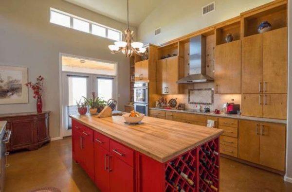 красный и коричневый в интерьере кухни