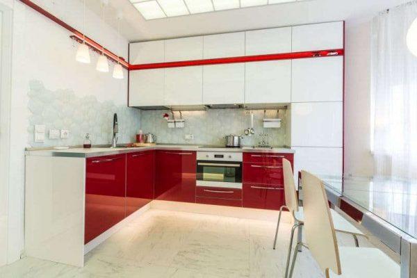 красные нижние шкафы в интерьере кухни