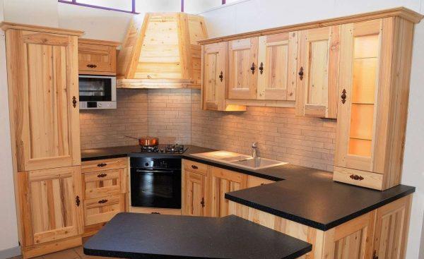 П образная кухня из мебельных щитов