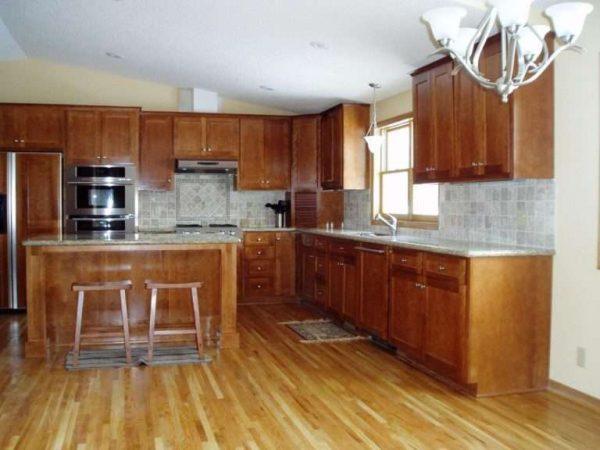 кухня из мебельных щитов покрытая специальным составом