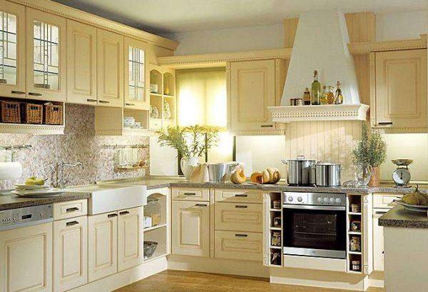 светлая угловая кухня из мебельных щитов