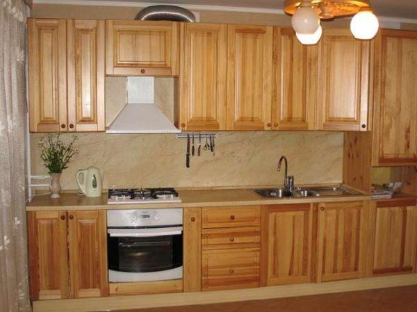 кухня из мебельных щитов коричневого цвета