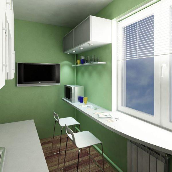 на окне кухни большой подоконник