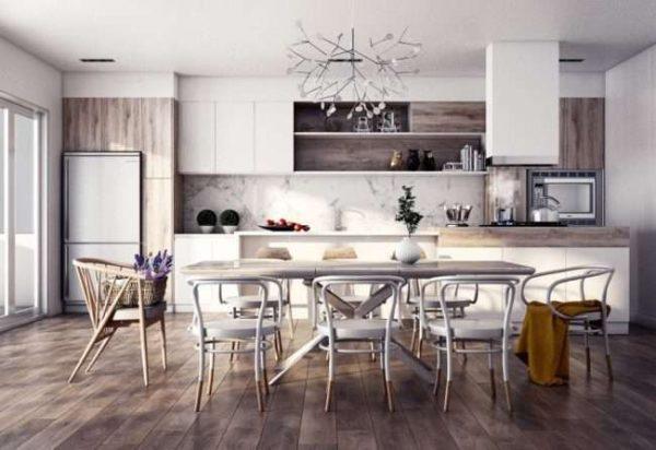 кухня в холодных тонах в деревянном доме