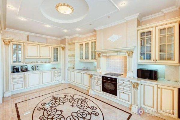 многоуровневый потолок интерьер кухни в классическом стиле
