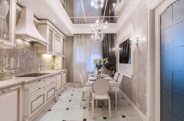 прямоугольный стол в интерьере кухни в классическом стиле