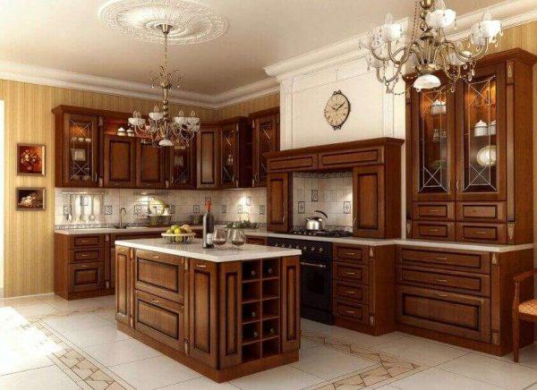 натуральное дерево на кухне в классическом стиле