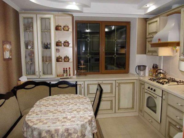 мягкий уголок на кухне в классическом стиле