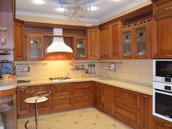 барная стойка на кухне в классическом стиле