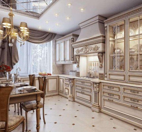зеркало на потолке кухни в классическом стиле