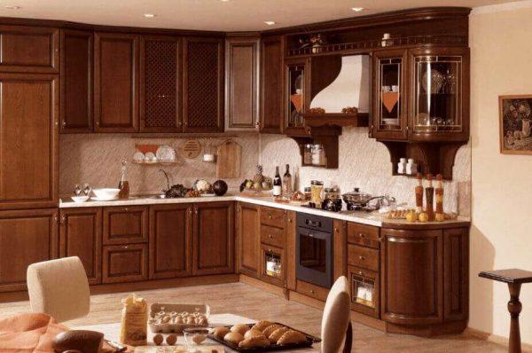 угловая кухня из дерева в классическом стиле
