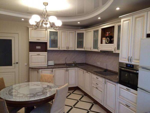 угловая кухня белая классика